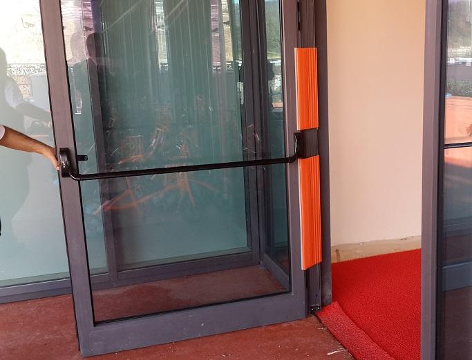 Dış-Kapılar-ve-Yangın-Çıkışı-Kapıları-İçin-Parmak-Koruyucu-2